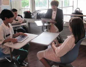 Irina Socol (c) shared interactive educational content with pupils at a Romanian rural school at the beginning of 2014.