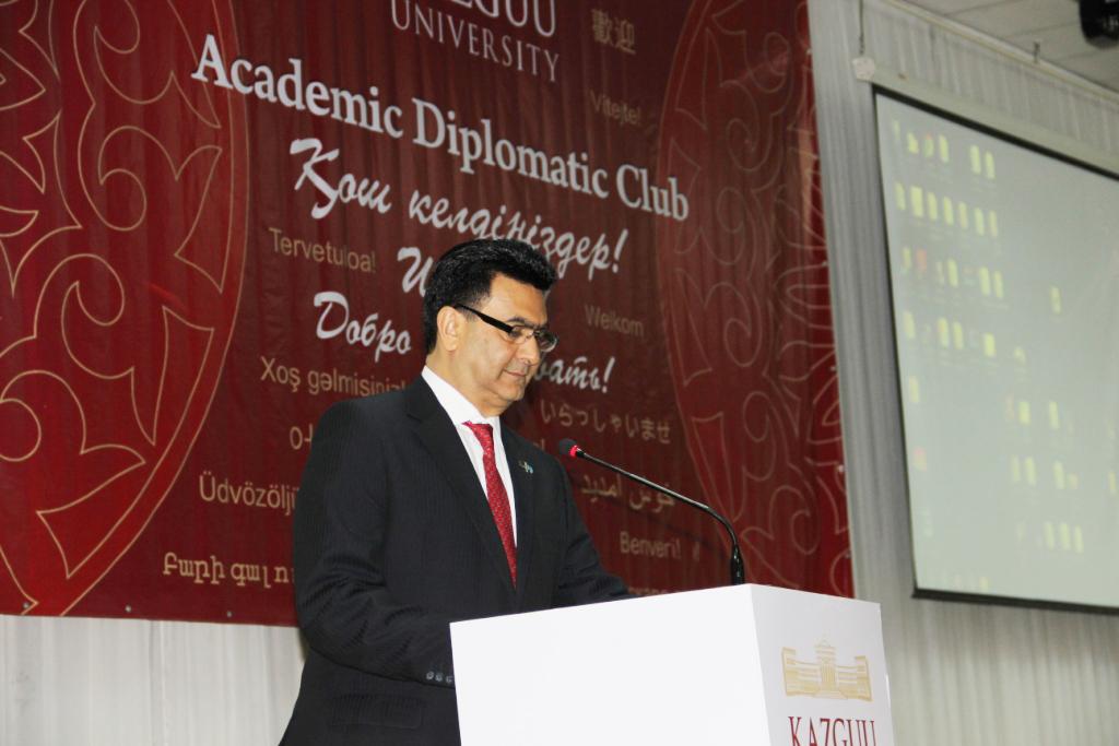 Ambassador Shirish Soni welcomes the guests