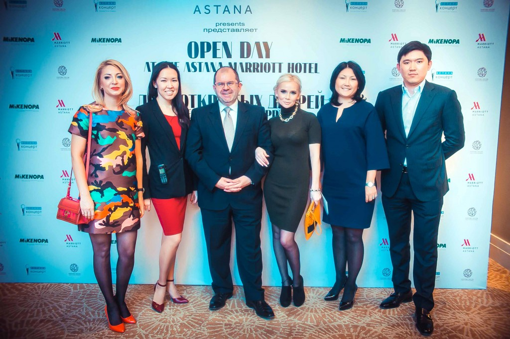 General Manager Philippe Mahuas (c) with the partners of the hotel at Marriott Open Day on April 13.