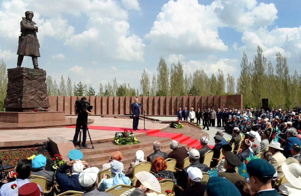 Nazarbayev at Panfilov monument