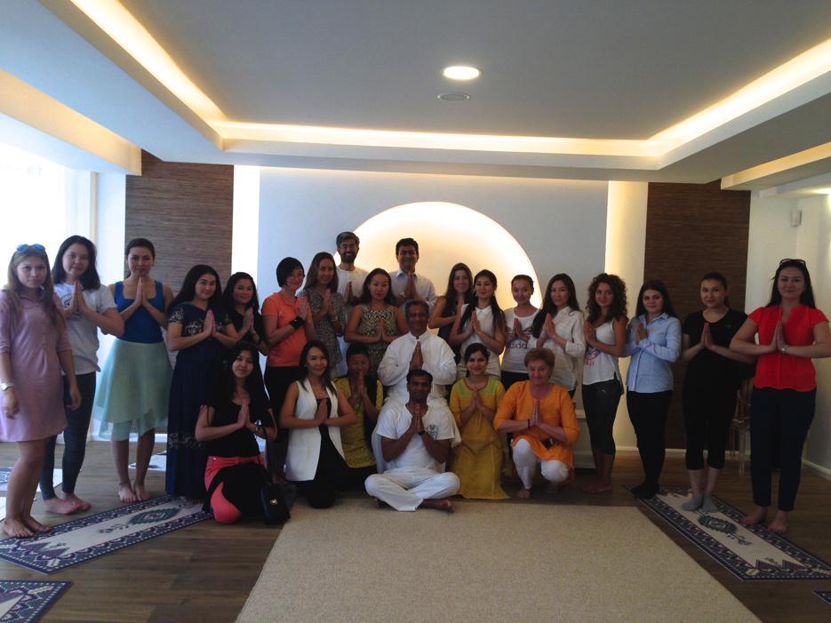 Ambassador of South Africa to Kazakhstan Shirish M. Soni,  Swami Brahmatej together with studio students and teachers.